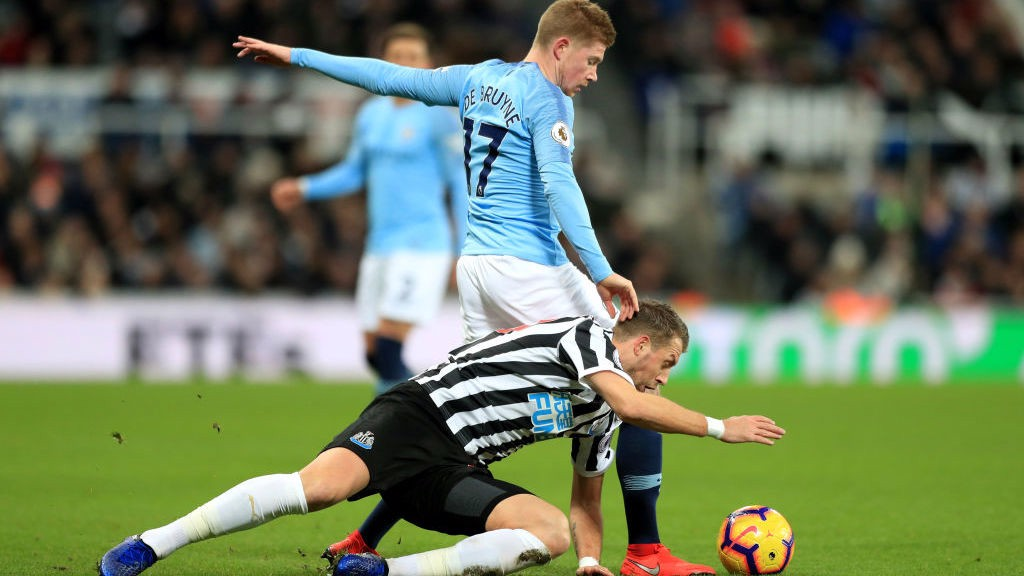 BATTLING BELGIAN: KDB shrugs off a challenge to retain possession